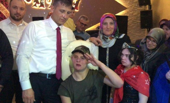 Bursa'da bir hayal gerçekleşti... Down sendromlu gençlere asker eğlencesi