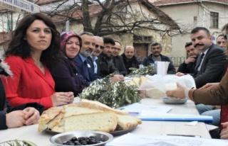 Kadına karşı şiddet köy kahvesinde masaya yatırıldı