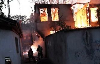 Bursa'da çıkan yangında itfaiye erinin ölümden döndüğü o anlar