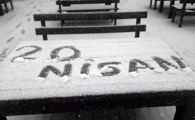 Uludağ'a nisan ayında kar süprizi