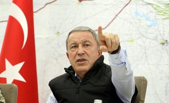Milli Savunma Bakanı Hulusi Akar, kuvvet komutanlarıyla birlikte Barış Pınarı Harekatı'nı Silahlı Kuvvetler Komuta ve Harekat Merkezi'nden sevk ve idare ediyor.