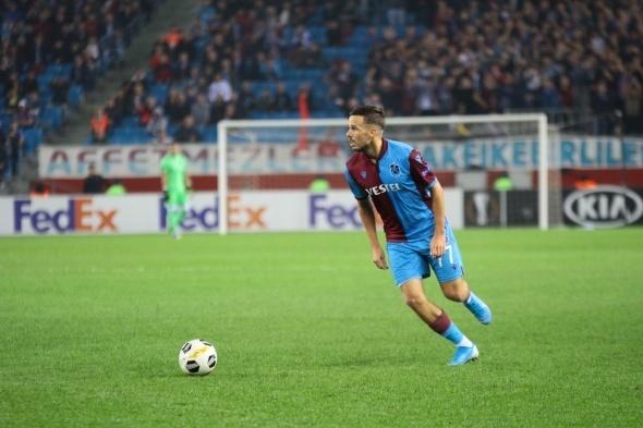 10. dakikada gelişen Krasnodar atağında topu önünde bulan Suleymanov`un vuruşunda meşin yuvarlak direğe çarparak auta çıktı. Gökmen Şahin - Ozan Köse