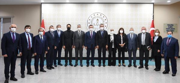 Bakan Özer, TBMM Milli Eğitim Komisyonu üyeleriyle bir araya geldi