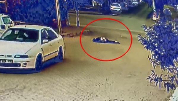 Daha önce boşanma aşamasındaki eşinin yanında gördüğü kişiye otomobiliyle çarpıp, sürükledi