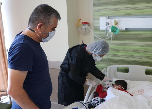 Koronavirüse yakalanan 5 yaşındaki Emir, bir haftadır tedavi görüyor