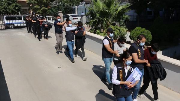 Kurdukları jigolo sitesiyle 1 milyon 100 bin TL dolandıran 8 şüpheli yakalandı