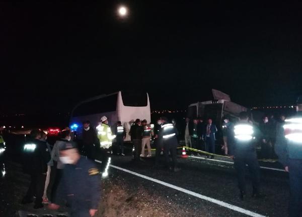 Nevşehir'de iki otobüs çarpıştı: 27 yaralı (1)