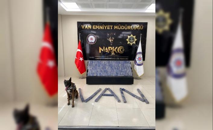 Otomobildeki 101 kilo eroini narkotik köpeği 'Magnum' buldu