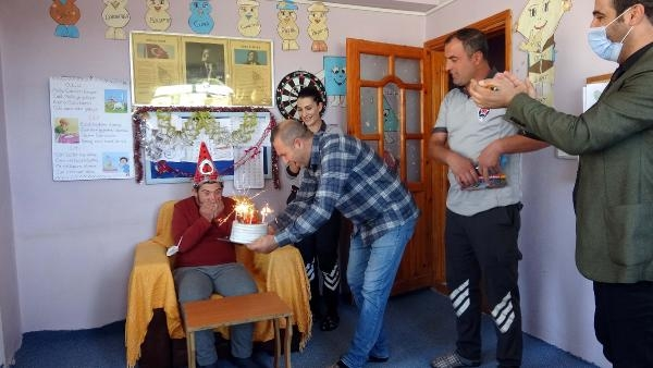 Özel güvenlik görevlilerinden down sendromlu Taner'e doğum günü sürprizi