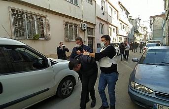 Bursa'da alacaklıları kapıya dayanınca pompalı tüfekle kendini eve kitledi