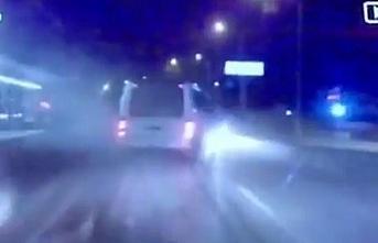 Bursa'da trafikte makas attı, faciadan dönüldü...O anlar kamerada