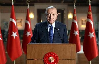Erdoğan: Memur olarak görevinizi yaptığınız sürece hiçbiri kılınıza dokunamaz