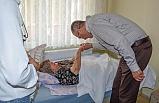 Karacabey'de 'mobil başkan ekibi' felçli vatandaşa yardım elini uzattı