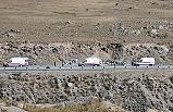 Ağrı'da kaçak göçmenleri taşıyan minibüs devrildi: 2 ölü, 30 yaralı