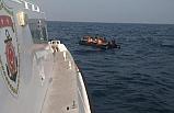 Sürüklenen bottaki kaçak göçmenler…