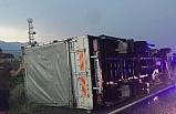 Ev eşyası taşıyan kamyon devrildi: 3 yaralı