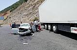 TIR, otomobile çarptı: 4 yaralı