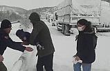 Balıkesir-Bursa yolu ulaşıma kapandı, mahsur kalan aileleri jandarma kurtardı
