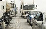 Bursa İzmir kara yolu kaza ve tipi sebebiyle trafiğe kapandı