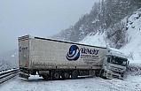 Bursa'da TIR kazası Ankara yolunu trafiğe kapattı