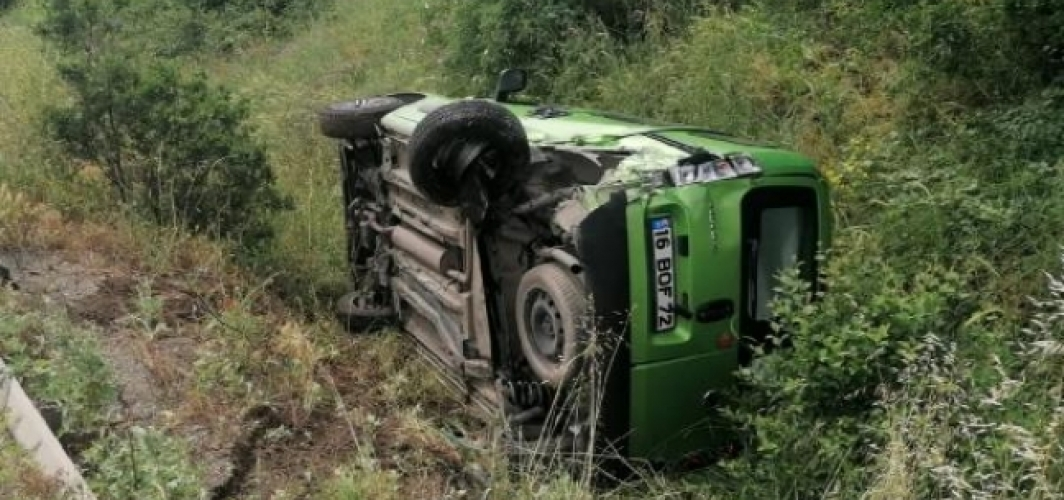 Çarpışan araçlar takla attı: 3 yaralı