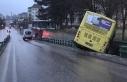 Otobüs yoldan çıktı köprüde asılı kaldı!