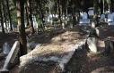 Tahrip edilen mezarların üzerini harçla kapattılar
