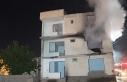Elazığ'da depremde hasar gören binada yangın...