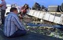 Hafif ticari araca çarpan TIR şoförü öldü, babası...