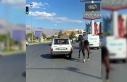 Otomobile bağladıkları atı kilometrelerce koşturdular