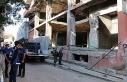 Batman'da tehlike arz eden metruk bina yıkıldı
