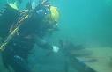 Suyun metrelerce altında ders görüyorlar