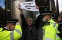 İngiltere'de aşı karşıtı gösterilerde 3 kişi...