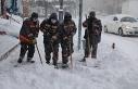 Bingöl'de belediye ekiplerinin karla mücadele...