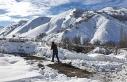 Erzincan'da yaban hayvanları için doğaya yem...