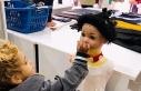 Suriyeli miniğin kekini cansız mankenle paylaşması...
