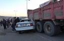 Kırıkkale'de otomobil kamyona ok gibi saplandı:...