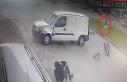 Hafif ticari araç ile motosiklet çarpıştı; kutudaki...