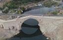 Tarihi köprünün yanına sonradan inşa edilen köprünün...