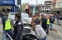 Zeytinburnu'nda tramvayla panelvan araç çarpıştı-1
