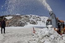 Muş'ta 6 metrelik karla mücadele