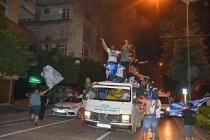 Adana Demirsporlu taraftarlar, finale çıkmayı sokağa dökülüp, kutladı
