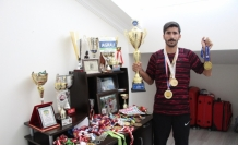 Milli atlet hem babasına yardım ediyor  hem de olimpiyatlara hazırlanıyor