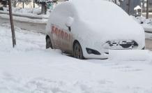 Hakkari'de karla mücadele çalışmaları devam ediyor