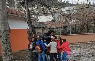 Bursa'da öğrenciler, öğretmenlerinin peşini...