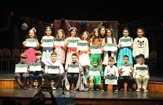 Öğrencilerin tiyatro heyecanı