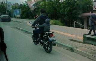 Bursa'da küçük çocuğun motor üzerindeki...