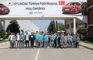 Öğrenciler Hyundai fabrikasında