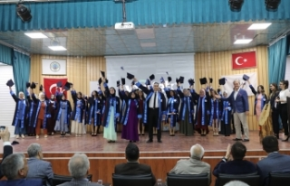 Okul ilk mezunlarını verdi