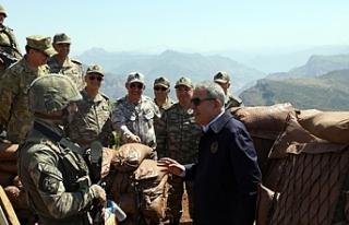 Bakan Akar: Pençe harekat bölgesini teröristlerden...